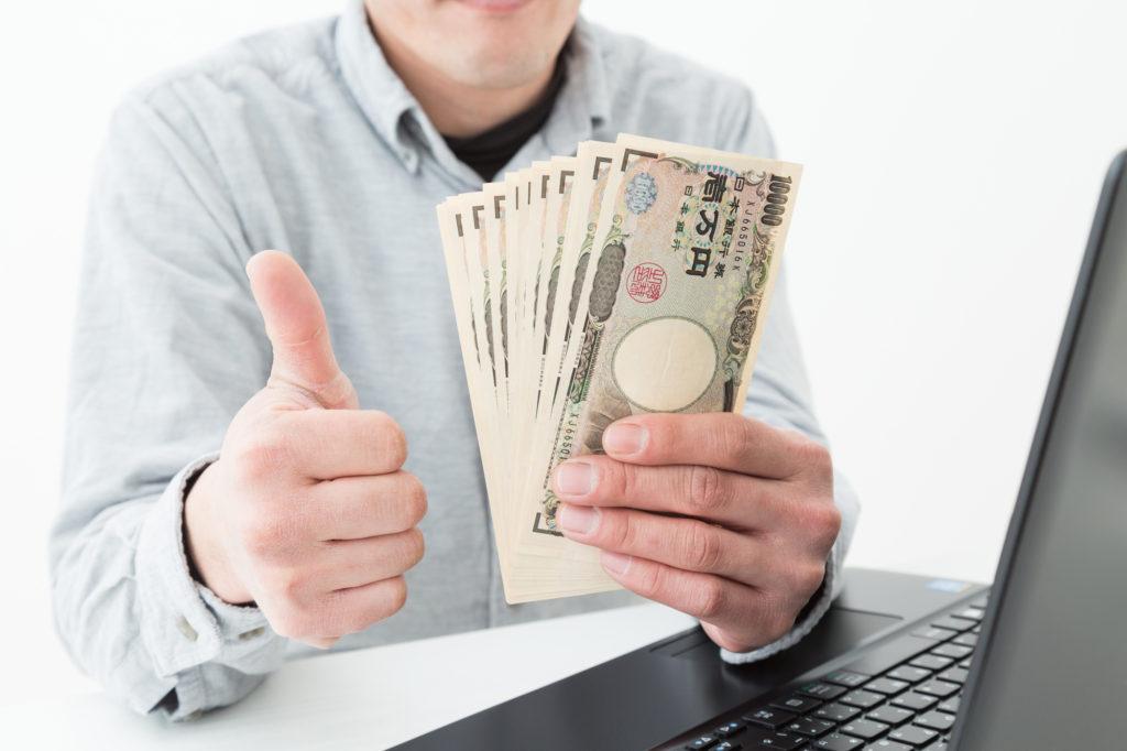 男性 パソコン お金