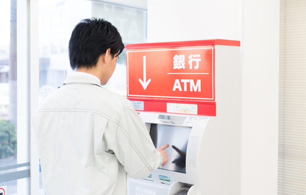 男性 ATM キャッシング