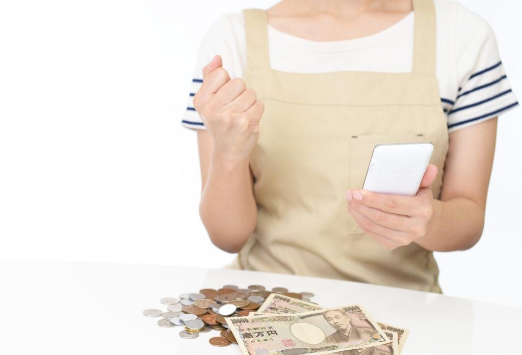 女性 スマホ お金