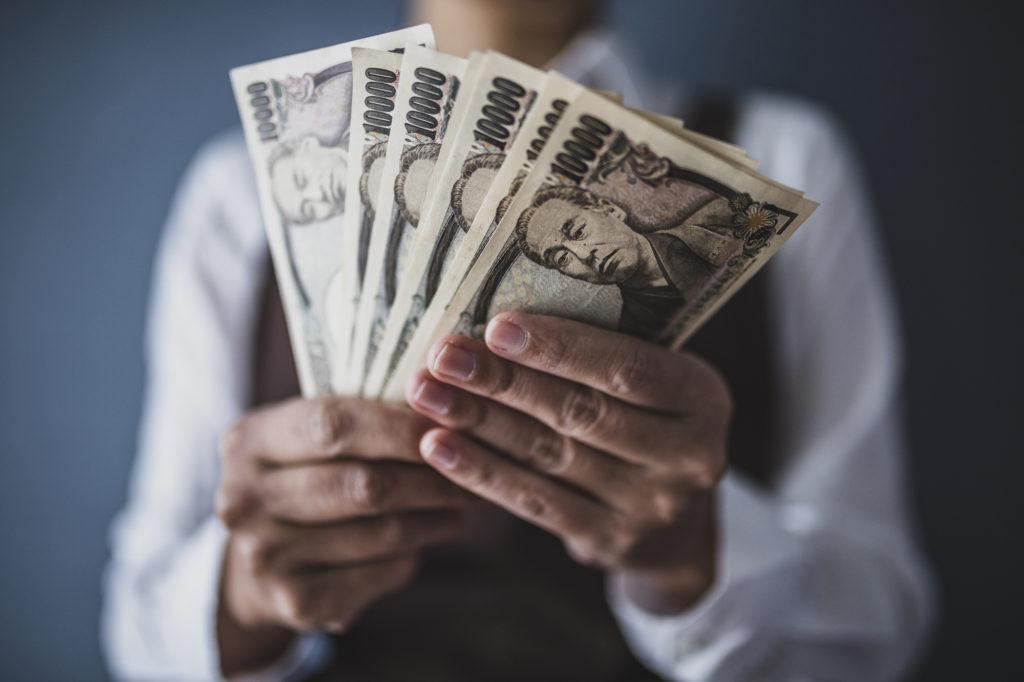 女性 現金