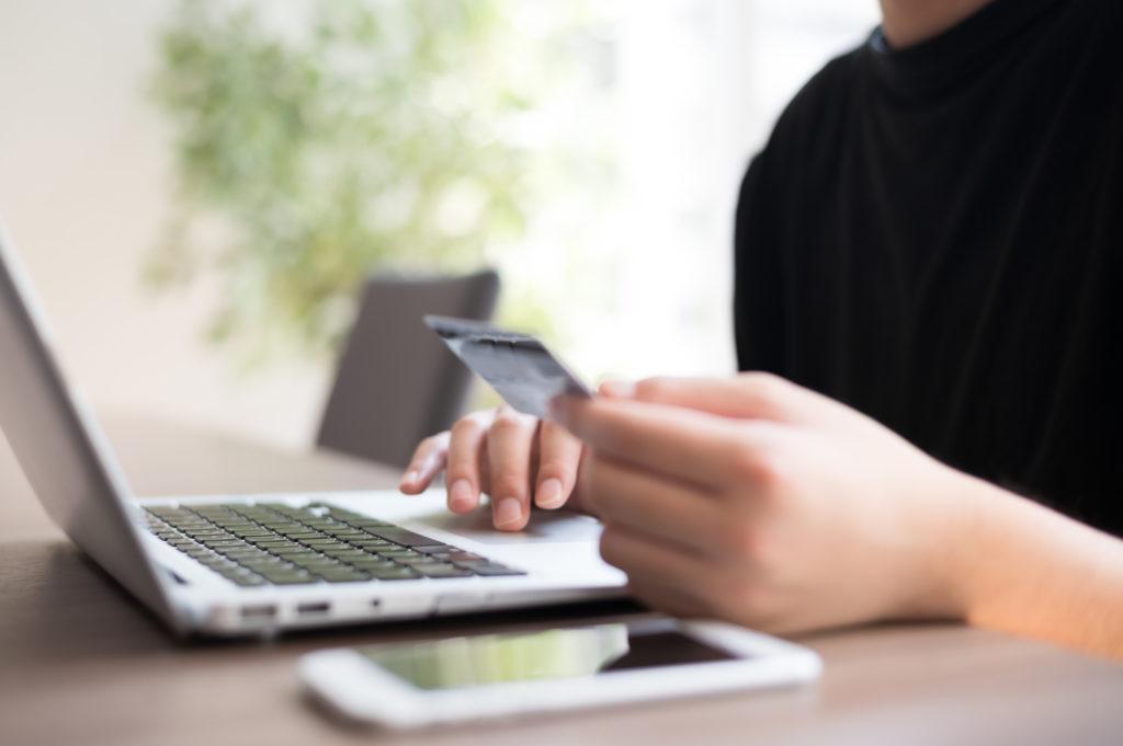 男性 クレジットカード